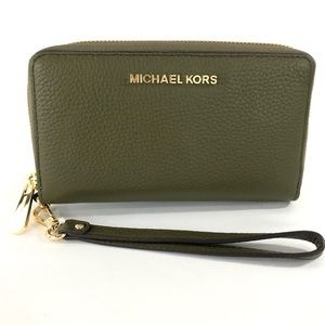 Michael Kors Jet set phone wristlet wallet